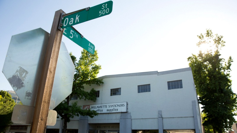 510 Oak Street building and street sign