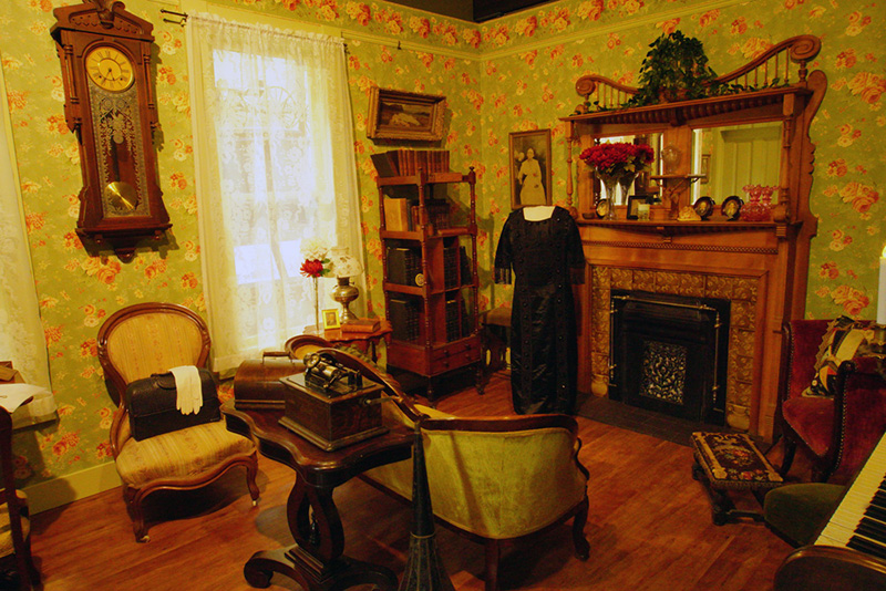 recreation of the parlor of Eugene doctors Alma Anderson Cannon-Miller and Colbert Hanchett Cannon