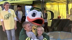 UO Duck hugs children